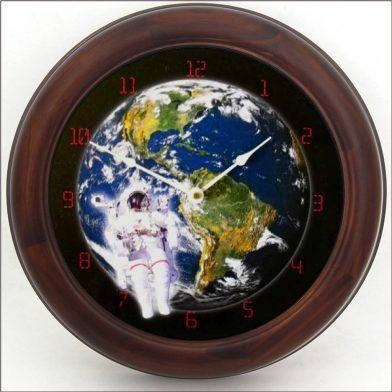 Astronaut Clock brn frm